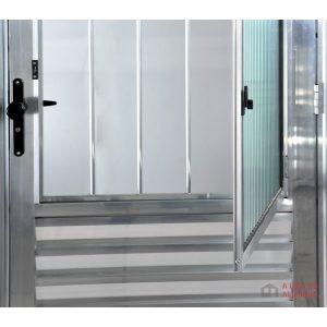 porta de aluminio brilhante