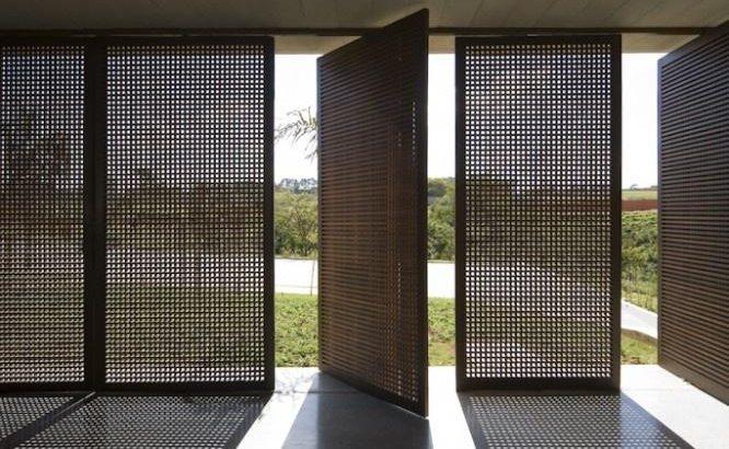 imagem porta pivotante lado de abertura